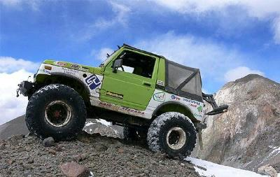 On April 21, 2007, the Chilean duo of Gonzalo Bravo and Eduardo Canales drove their modified Suzuki Samurai (SJ413) past the previous record set by a Jeep